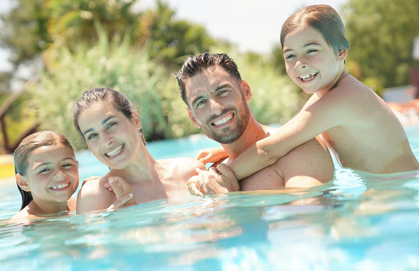 famille-piscine